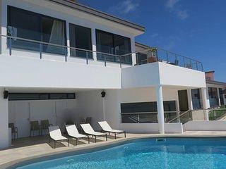 Superbe penthouse avec piscine chauffée privée, Canico