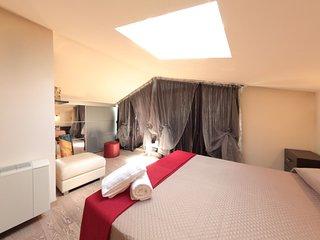 camera da letto matrimoniale con velux basculante e avvolgibile con telecomando