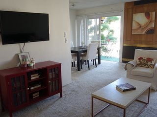 Private room with bathroom in the Hollywood Blv, West Hollywood