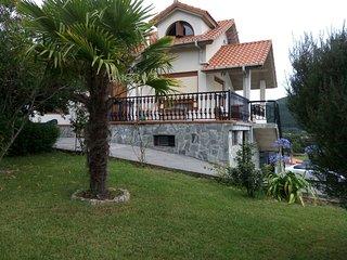 Casa  individual con Jardin privado., Argoños