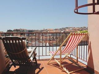 Private sunny terrace in Lisbon!