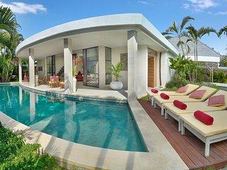 Swimming pool sun deck
