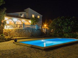 Villa with huge private pool & amazing sea views!, El Perelló