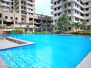 Fully Furnished CONDO near Bonifacio Global City