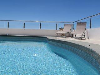 Superbe penthouse avec piscine chauffée privée, Caniço