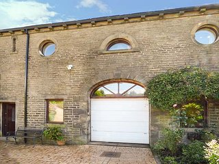 THE LOFT, romantic studio barn conversion, with Jacuzzi bath, WiFi and patio, He