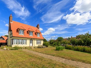 Large holiday house overlooking Thorpeness Meare