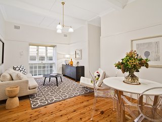 LB002 Enviously Located 2BR Apartment, Lavender Bay
