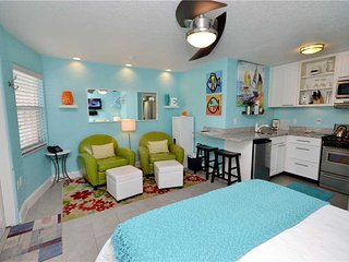 Sea Rocket 9, Studio, Ground Floor, BBQ Area, WiFi, Sleeps 2, North Redington Beach