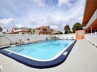 Tropic Breezes 10, 1 Bedroom, Pool View, BBQ Area, WiFi, Sleeps 6, Madeira Beach