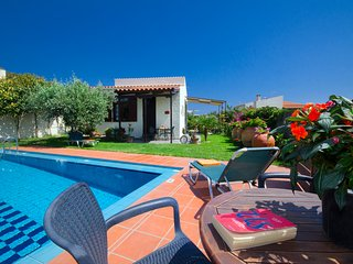 Yiannis Cottage with pool!IAn ideally pl;ace to explore W. Crete