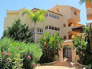 Large Bright  Apartment Golf,mountain, and sea view ,close to best sandy beaches