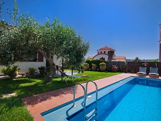 Yiannis Cottage with pool!!