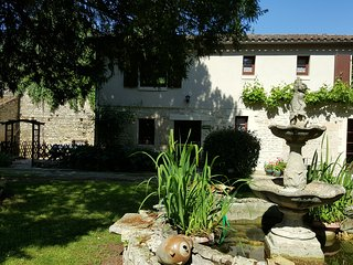 Beautifully restored 18th Century traditional Logis set with 2 pools and gardens