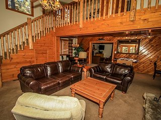 EXTRA LARGE! 7 bdrms  Tri Level home w/ HOT TUB, Pool Table!