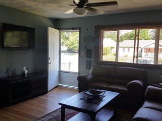 Cozy Home Minutes From Downtown & Brewery District, Utica