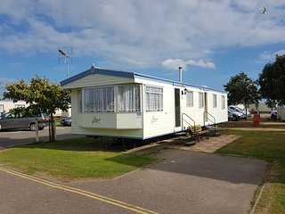 Rose Caravan Dog Friendly Extra Wide Caravan, Clacton-on-Sea
