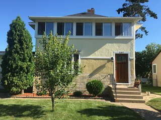 Gorgeous Large In-Town Retreat, Crosby