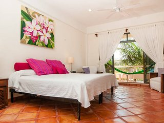 Casa Caribe Bed and Breakfast at beach in town!, Puerto Morelos