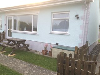 Gower Holiday Bungalow - Horton -  Dog Friendly