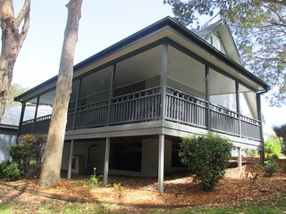 #9 Eucalypt Deluxe Family Resort Cottage 9 Eucalypt Deluxse Family Resort Cottage 2 nights, Cams Wharf