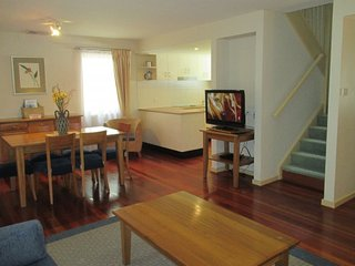 511 Dollarbird TreeTops Townhouse Dollarbird 2 nights, Cams Wharf