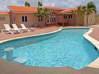 Beautiful newly renovated 6 BR villa on great location close to the beaches