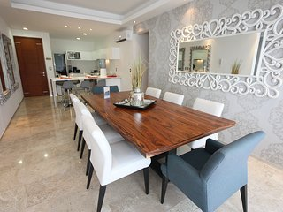 Amazing big apartment, 4 bedroom, big groups of 10, Playa del Carmen