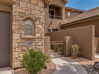 Around the World ~ Large 3 Bedroom Across From  Pool St. George, Utah Vacation