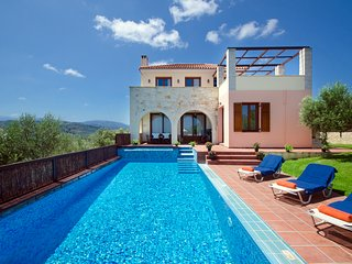 Villa Katerina:Ideally located Villa with HEATED Pool in W.Crete