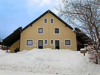 Schwingsborn Holiday Home Sleeps 8 with WiFi