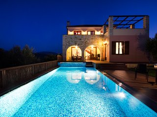 Villa Katerina with Heated pool!Situated in an ideal position to explore W.Crete