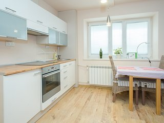 Charming Apartmetn for 4 on Aleja Solidarnosci, Warschau