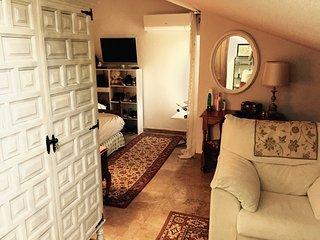 Bonita y amplia habitación con baño privado, Cáceres