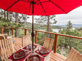 Twin Bay Lodge with Great Lake Views!