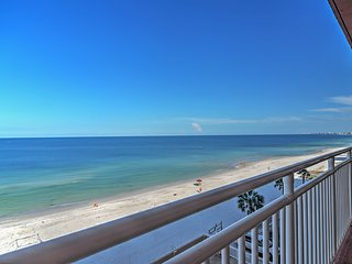 1BR Beachfront St. Petersburg Condo w/Full Kitchen & Breathtaking Ocean Views