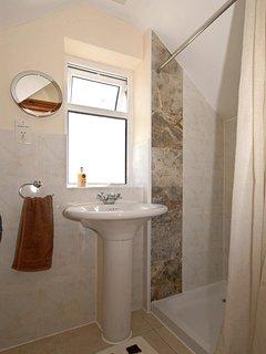 Cardigan Bay holiday cottage - double en-suite shower