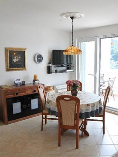 A3-Bez(2+2): dining room
