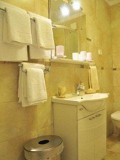 A3-Bez(2+2): bathroom with toilet