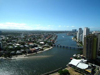 CIRCLE ON CAVILL PRIVATE APARTMENT RIVER VIEW 13, Surfers Paradise