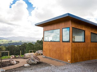 Vivere Retreat - 1 bed Villa with mountain views, Neerim South