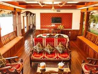 Genesis Houseboats