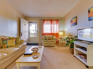 Intimate condo for two less than a mile from the beach, area attractions nearby