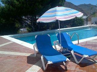 Tres Pinos - apartamento para 6 con piscina