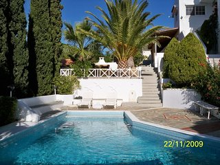 Villa In Anavyssos With Pool