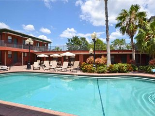 Royal Orleans 106, Studio, Pool View, Heated Pool, BBQ, WiFi, Sleeps 4, Redington Beach