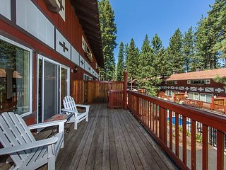 Remodeled, very comfortable condo next to Heavenly Ski Resort