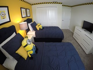 Disney & Minions Modern 4 bed decor close to parks