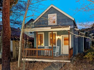 Charming Downtown Cottage Home just Steps from Main St. with Private Hot Tub