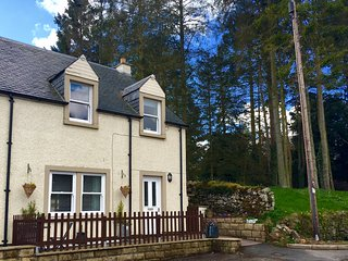 Dog friendly, family, detached cottage, Ancrum, Jedburgh